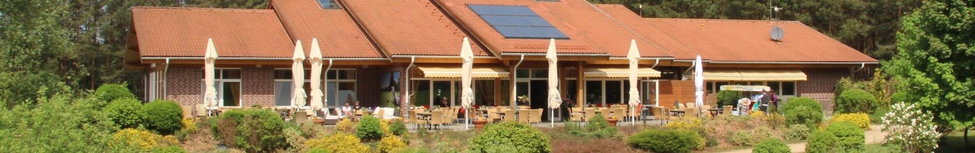 Bild Clubhaus mit Terrassenansicht