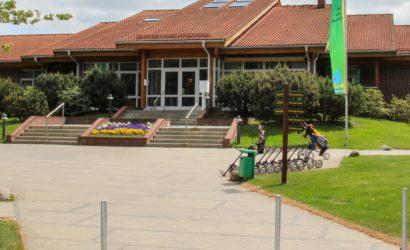 Bild Clubhaus Eingang vom Weg