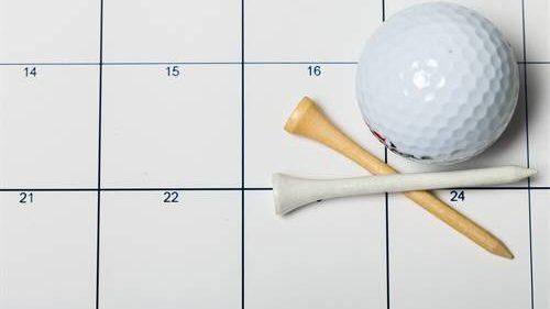 Bild Kalender mit Ball und Tees